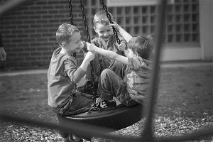 friends-swinging-together-749492-m