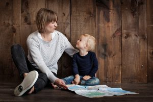 pixabay-mom-and-kid-and-map